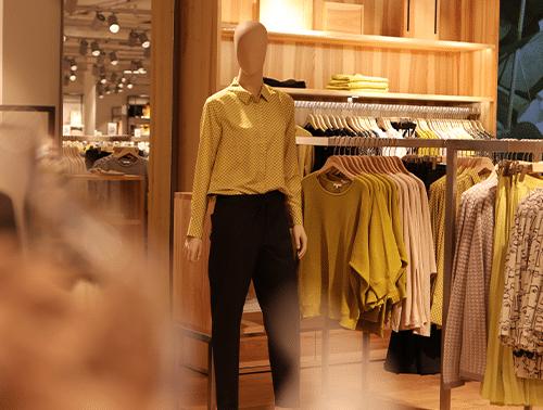 Große Auswahl an DameACnbekleidung bei Mücke in München