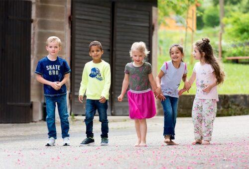 Kinderbekleidung Kinderschuhe Accessoires bei Schuh Mücke kaufen.